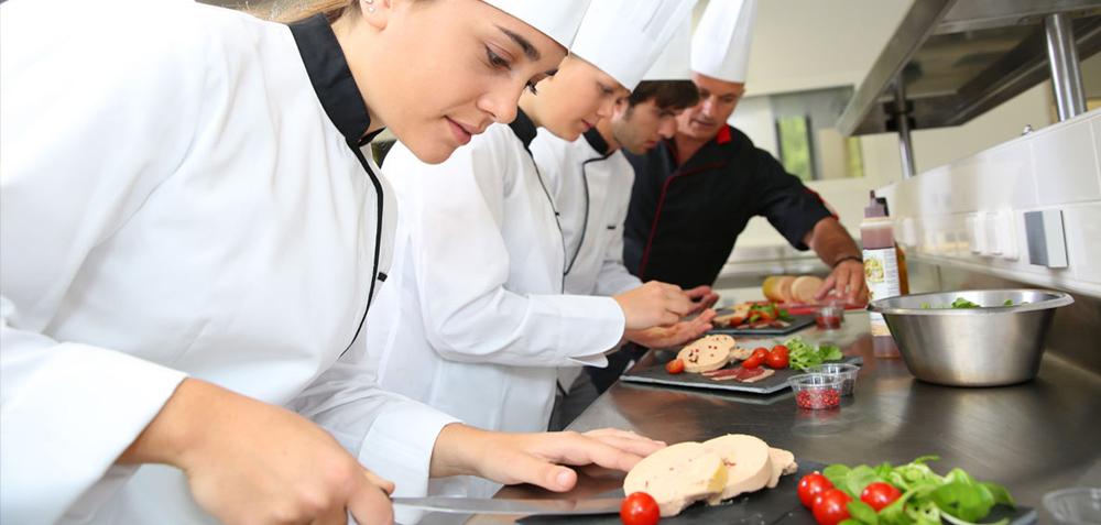 Camarero a cintru nigo empleo for Busco trabajo ayudante de cocina